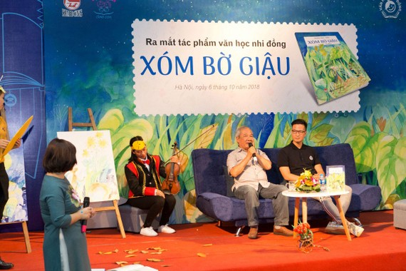 Giao lưu ra mắt tác phẩm đồng thoại Xóm bờ giậu  của nhà văn Trần Đức Tiến ra mắt tại Hà Nội năm 2018. Ảnh: PHÙNG HÀ