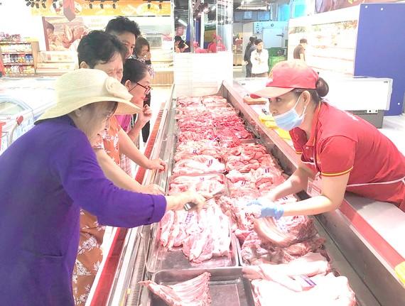 Nguồn hàng thiết yếu đã được cung ứng dồi dào tại hệ thống siêu thị Co.opmart