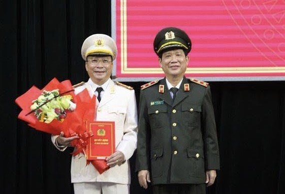 Trung tướng Nguyễn Văn Sơn trao quyết định bổ nhiệm Đại tá Nguyễn Đức Dũng giữ chức vụ Giám đốc Công an tỉnh Quảng Nam