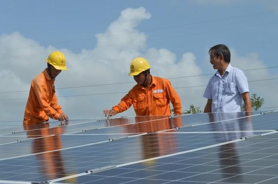 Lắp đặt điện năng lượng mặt trời không chỉ tiết kiệm chi phí tiền điện cho người dân mà còn giúp giảm áp lực cho ngành điện