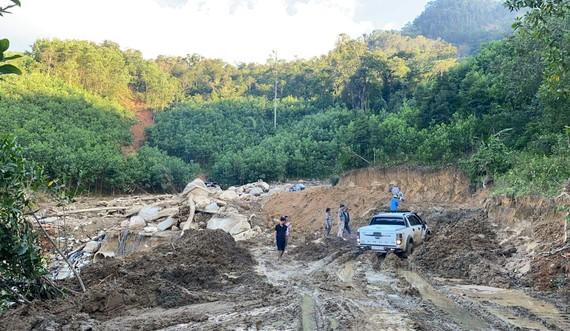Lực lượng chức năng đã làm việc ngày đêm để khơi thông tuyến đường