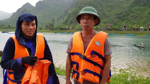 Ông Quyết cùng vợ, là 1 trong 4 cá nhân nhận bằng khen của UBND tỉnh Quảng Bình.