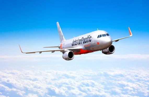 Jetstar Pacific nói máy bay phải ở lại sân bay Đồng Hới nhiều giờ liền do chim va vào và phải chờ kỹ sư trưởng từ TP. Hồ Chí Minh ra kiểm tra an toàn mới có thể cất cánh vào lúc 18h ngày 9-7