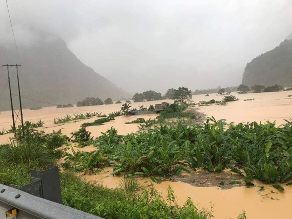Lũ dâng ngập xã Trường Sơn, huyện Quảng Ninh