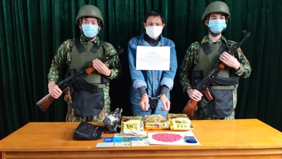 Đối tượng vận chuyển 3kg ma túy đá và 800 viên ma túy bị bắt giữ tại xã biên giới Dân Hóa, Minh Hóa