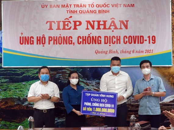 Quảng Bình tiếp nhận 1 tỷ đồng từ tập đoàn Vĩnh Hưng