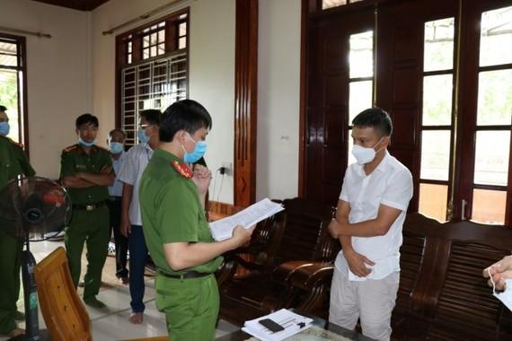 Ban chuyên án khám xét nơi ở của Trần Đại Nghĩa - đối tượng cầm đầu đường dây cá độ bóng đá