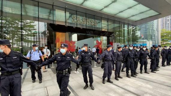 'Bom nợ' Evergrande từ Trung Quốc tiếp tục nhấn chìm chứng khoán Việt