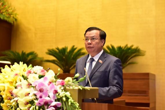 Bộ trưởng Bộ Tài chính Đinh Tiến Dũng trình bày tờ trình