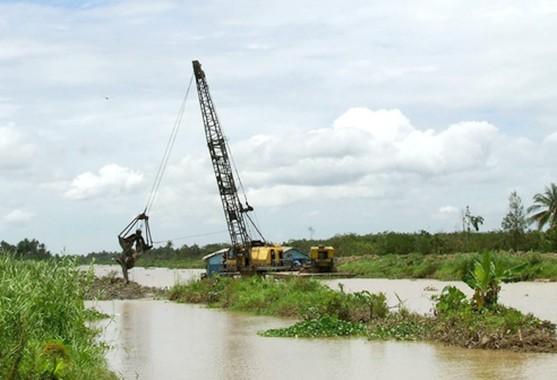 Thi công nạo vét thượng nguồn sông Ba Lai. Ảnh: D.K
