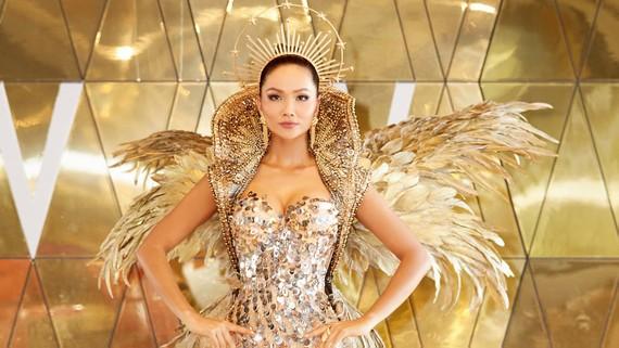 """Hoa hậu H'Hen Niê hoá thân thành """"Nữ thần Mặt trời"""""""
