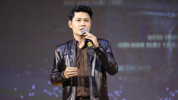 Nhạc sĩ Nguyễn Văn Chung chia sẻ tại buổi ra mắt sách nhạc. Ảnh: BTC