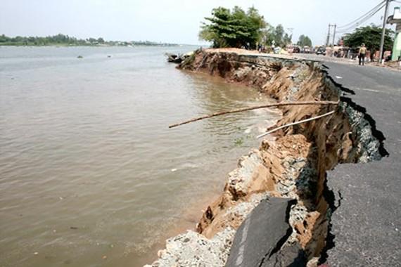 Trong khoảng 10 năm trở lại đây, hiện tượng xói lở, sạt lở bờ sông ở ĐBSCL diễn biến phức tạp, ngày càng gia tăng