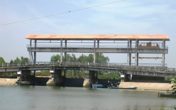 Nhiều cống ngăn mặn ở Kiên Giang đã được đóng kín, không cho nước mặn tràn vào bên trong