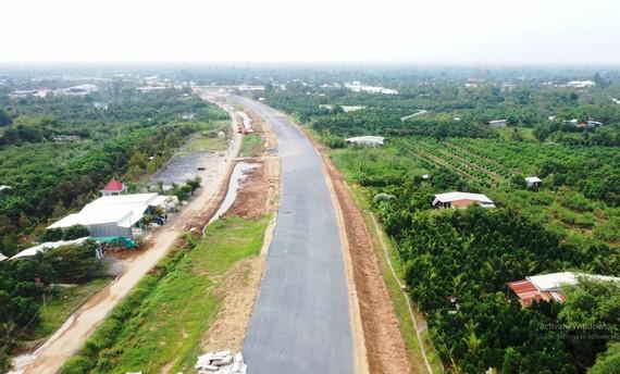Cao tốc Trung Lương - Mỹ Thuận đang dần hoàn thiện, đảm bảo lưu thông xe khách dưới 16 chỗ trong dịp Tết Nguyên đán 2021