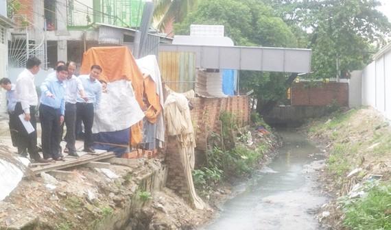 Kiểm tra việc lấn chiếm hệ thống thoát nước trên địa bàn TP