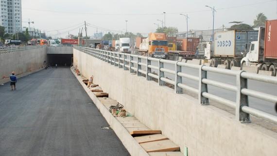 Chiều 31-1, hầm chui nút giao Mỹ Thủy được thông xe, góp phân giảm ùn tắc giao thông đường vào cảng Cát Lái