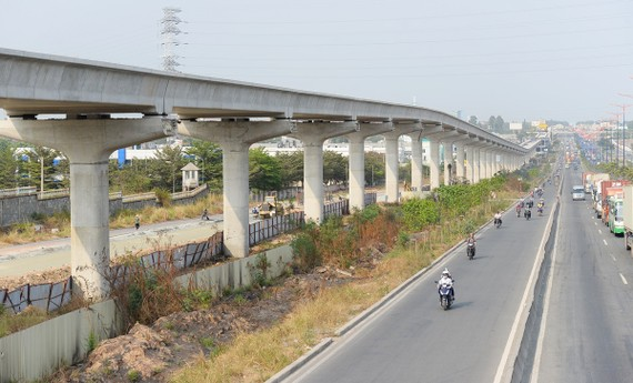 Đoạn đi trên cao của tuyến metro Bến Thành - Suối Tiên cơ bản đã hoàn thành. Ảnh: QUỐC HÙNG
