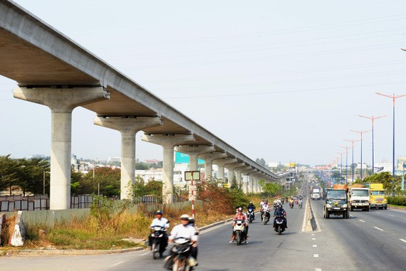 Tuyến  Metro số 1 Bến Thành - Suối Tiên thi công cầm chừng vì chưa được cấp vốn. Ảnh QUỐC HÙNG