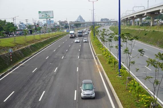 Thông xe hầm chui nút giao thông Đại học Quốc gia TPHCM - Xa lộ Hà Nội . Ảnh: QUỐC HÙNG