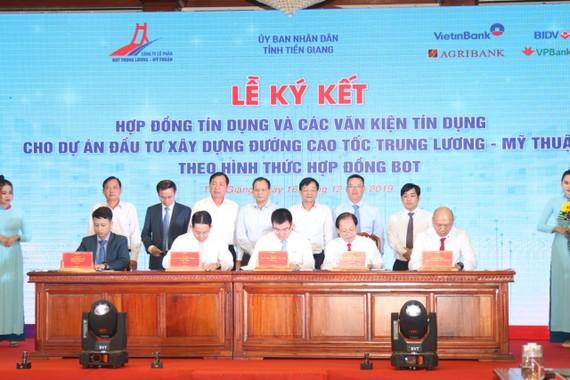 Ký kết hợp đồng tài trợ vốn cao tốc Trung Lương- Mỹ Thuận