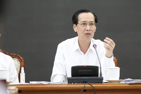 Phó Chủ tịch Thường trực UBND TPHCM Lê Thanh Liêm chủ trì cuộc họp khẩn triển khai phương pháp phòng chống dịch bệnh Corona, trong lĩnh vực giao thông vận tải, chiều 3-2-2020. Ảnh: HOÀNG HÙNG