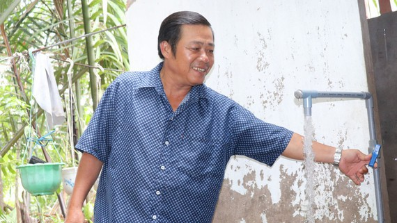 Niềm vui có nước sạch của người dân ở huyện Cần Giờ. Ảnh minh họa