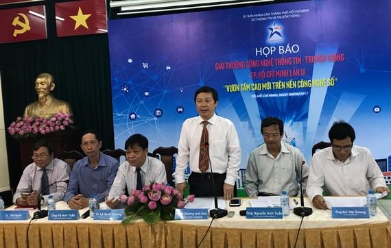 Ông Dương Anh Đức, Giám đốc Sở chủ trì cuộc họp báo