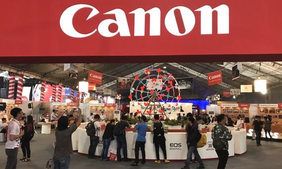 Triển lãm Sắc màu công nghệ Canon EXPO 2017 đang diễn ra tại Sân vận động Hoa Lư