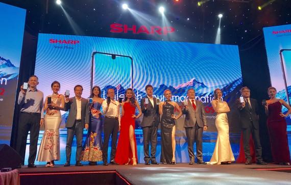 Aquos S2 của Sharp đã chính thức ra mắt tại Việt Nam