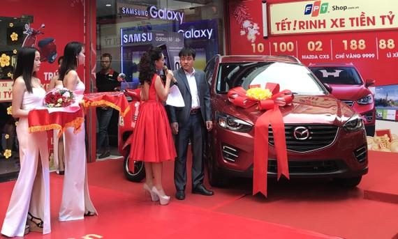 Chiếc Mazda CX5 được trao cho anh Hoàng Văn Ý
