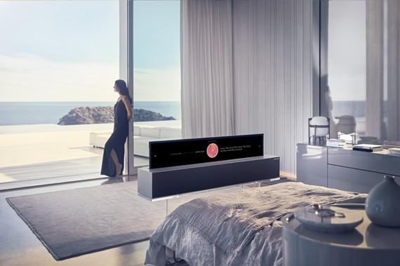 LG OLED R9 65 inch, mẫu TV OLED đầu tiên trên thế giới có thể cuộn lại dễ dàng