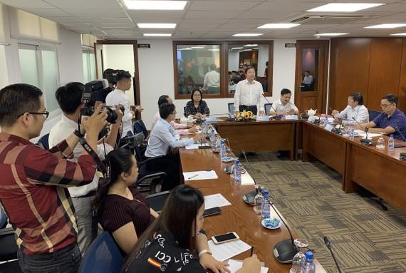 Ông Dương Anh Đức, Giám đốc Sở TT-TT, chủ trì cuộc họp báo