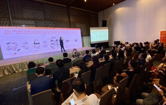 Đại diện Alibaba.com giới thiệu các giải pháp mua bán trực truyến