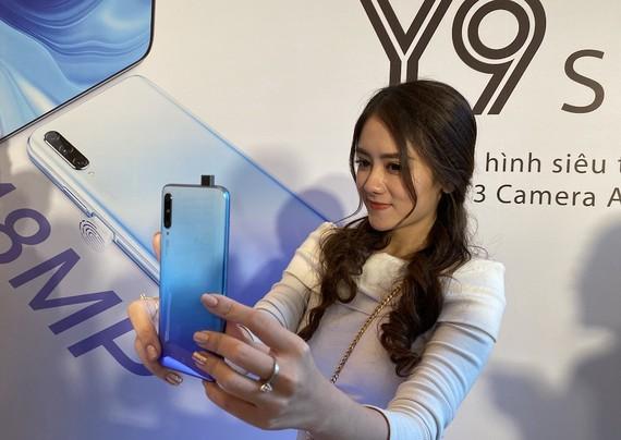 Huawei Y9s giá 6.490.000 đồng