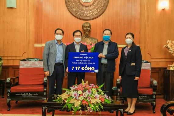 Samsung Việt Nam trao 7 tỷ đồng cho Ủy ban Trung ương Mặt trận Tổ quốc Việt Nam