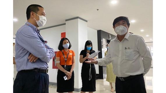 Đồng chí Nguyễn Thành Phong kiểm tra tình hình phòng chống dịch tại FPT Software