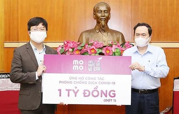 MoMo trao 1 tỷ đồng ủng hộ chống dịch Covid-19