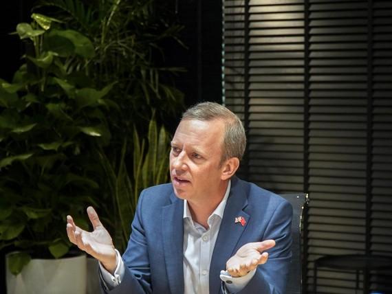 Đại sứ Vương quốc Anh đã thăm và có buổi làm việc tại VNG