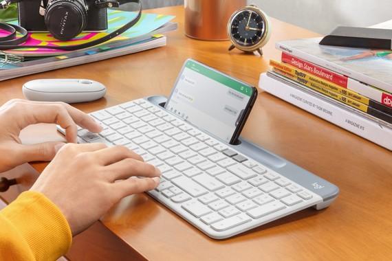 Bàn phím có tính năng kết nối cùng lúc đến 2 thiết bị qua kết nối Bluetooth của Logitech