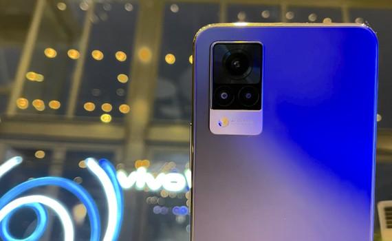 vivo V21 5G với điểm nhấn ở camera