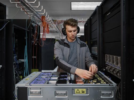 IBM Power E1080 - Hệ thống máy chủ được thiết kế chuyên biệt cho môi trường ứng dụng đám mây lai