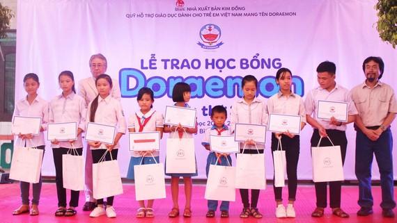 """""""Một triệu cuốn sách tặng trẻ em nghèo"""" đã đến 115 trường học"""