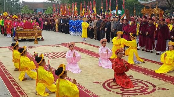 Lễ hội đền Mẫu Âu Cơ- Phú Thọ