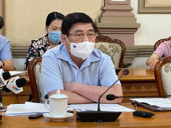 市人委會主席阮成鋒在會上作出指導。