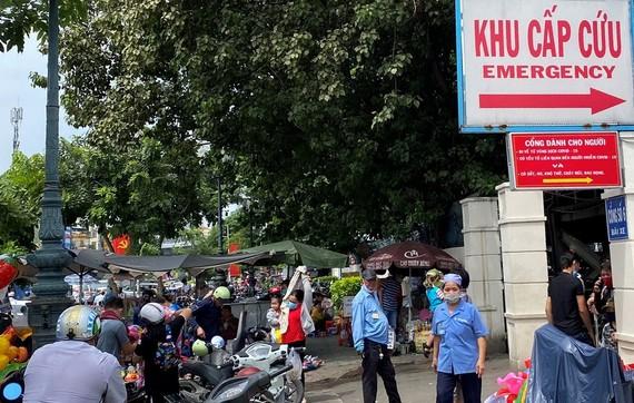 第一兒童醫院急救門前。