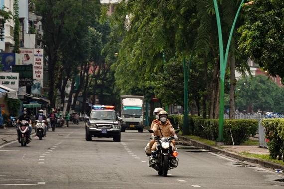 公安加強在街上巡邏。
