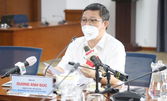 市人委會副主席楊英德。