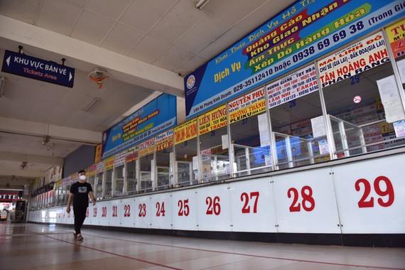 東區車站的售票處一片冷清。