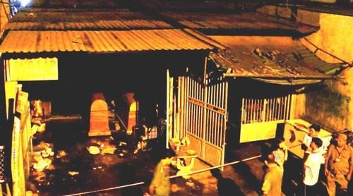 Hiện trường vụ cháy căn nhà vừa sử dụng để ở vừa kinh doanh trại hòm làm 4 người chết tại quận Bình Tân vào ngày 12-3